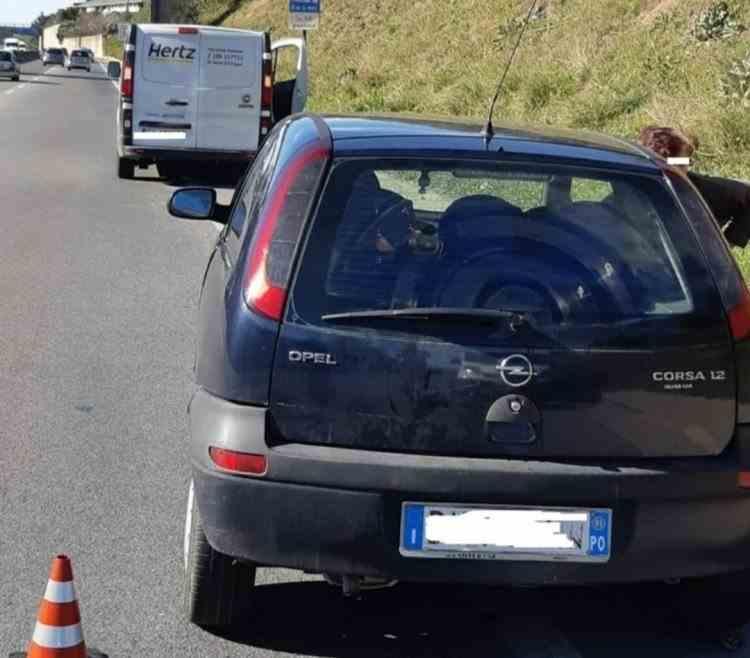 """""""Veniţi, cineva i-a tăiat gâtul soţului meu!"""" – apel disperat al unei românce pe șosea în Italia"""