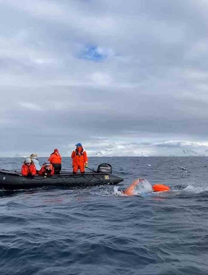 Paul Georgescu a înotat o milă la Cercul Polar de Sud, în condiţii extreme! Românul ar putea stabili PATRU recorduri mondiale