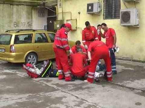 Un polițist militar din Buzău s-a aruncat de la etajul 5