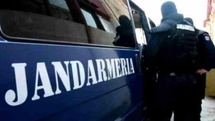 Mașină a Jandarmeriei, implicată într-un accident rutier, în Bistrița! Trei jandarmi au ajuns la spital