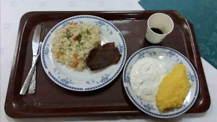 Elevii de la Școala de poliție din Câmpina nu mai au voie să-și comande mâncare din oraș