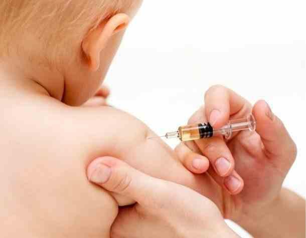 Părinții care vor refuza informarea și vaccinarea copiilor riscă amenzi între 5.000 și 10.000 de lei