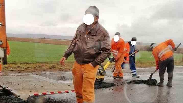"""Plombe de asfalt pe ploaie, pe DN1. """"Săptămâna trecută făceau același lucru, în același loc"""""""