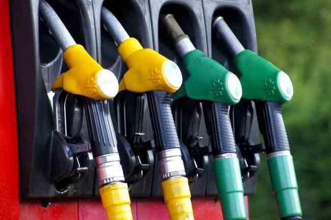 Cea mai mare scădere a prețului petrolului în 11 ani