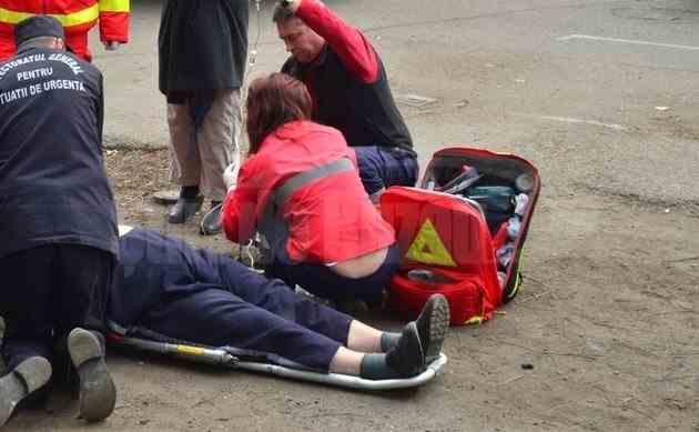 Doi pietoni au fost răniți după ce o mașină a ricoșat în urma unui accident