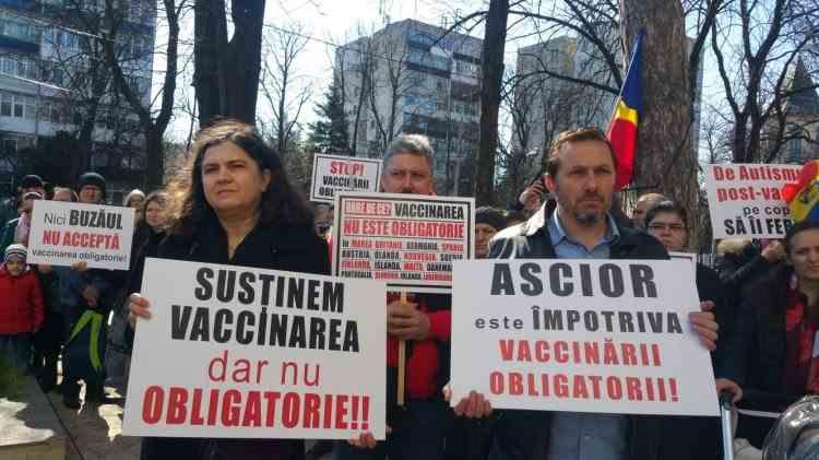 Protest național împotriva Legii Vaccinării Obligatorii: Mii de oameni ieșiți în stradă la București, Cluj, Deva, Buzău