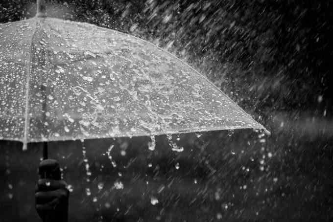 ANM: Ploi anunțate în toată țara, până marți seara