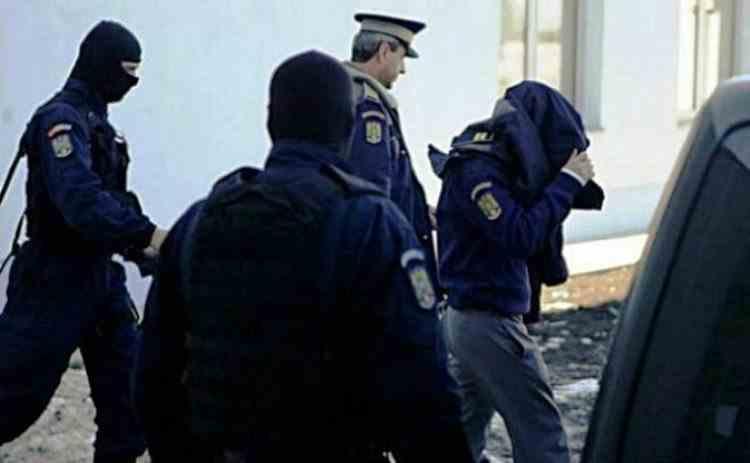 Comisar-şef de poliție reținut pentru 24 de ore