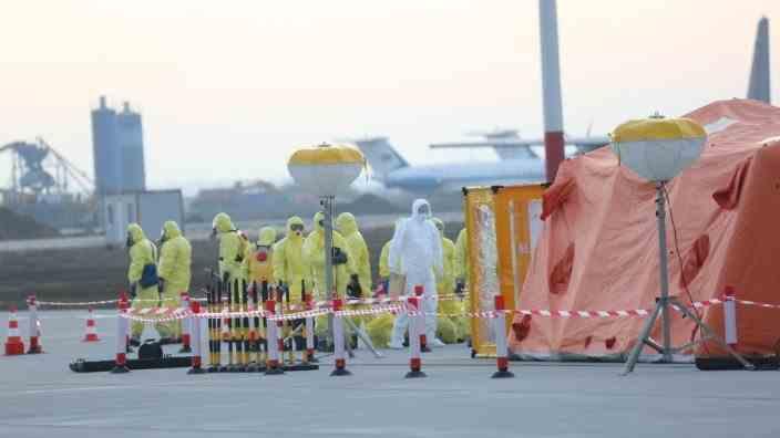 Un român confirmat cu coronavirus în Spania s-a urcat în avion și a venit la București