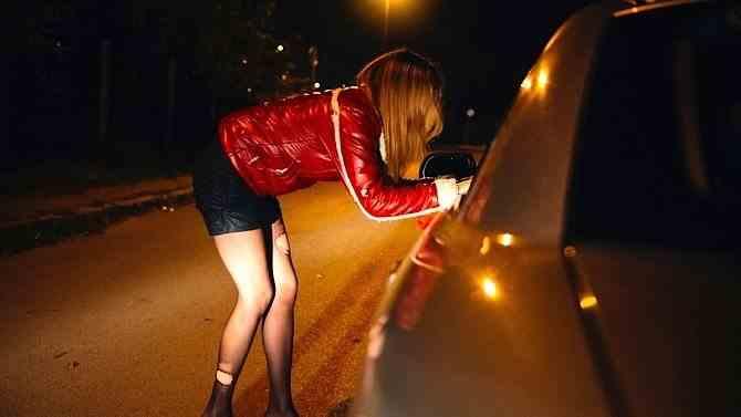 O tânără a fost forţată să se prostitueze, deşi are HIV, iar acum prezintă și simptome de coronavirus