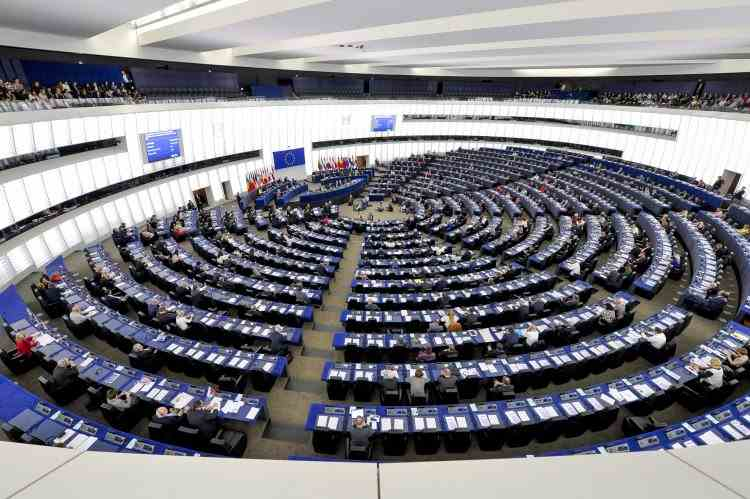 Un angajat al Parlamentului European în vârstă de aproximativ 40 de ani a murit din cauza coronavirusului