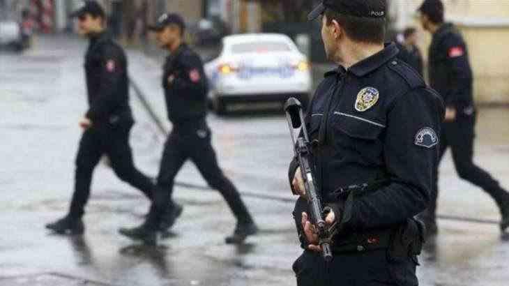 Arestați după ce au organizat o petrecere deghizați în medici
