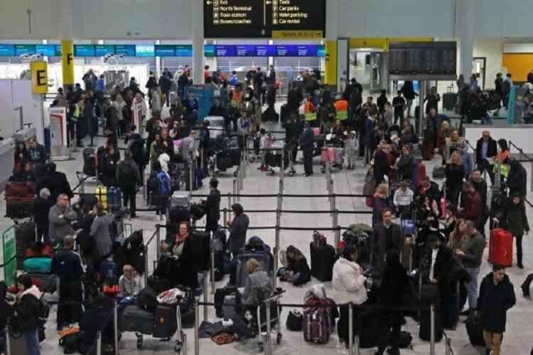 Românii care vin din Marea Britanie sunt plasați automat în carantină