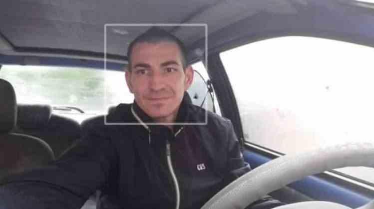 Un muncitor din Bacău ar fi furat mașina și banii celor care l-au găzduit și a fugit în țară