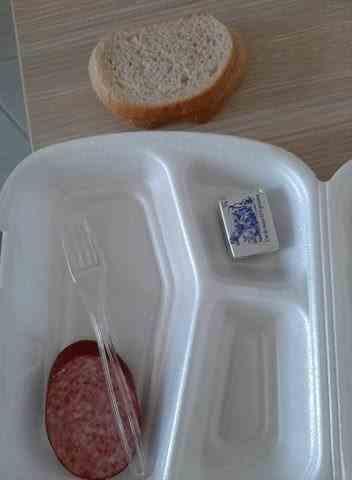 Așa arată micul dejun COVID-19 la spitalul Neamț: Recomandarea medicilor e să mâncăm mult