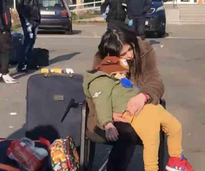 Românii întorși acasă ținuți în condiții mizere în Sala Sporturilor din Cluj