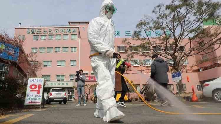 Coreea de Sud: Testele a 51 de pacienţi recuperaţi au ieşit din nou pozitive