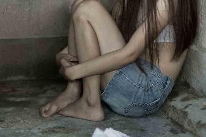Povestea fetei din Vâlcea violată de propriul tată