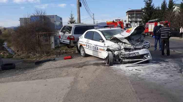 Accident rutier în județul Bistriţa-Năsăud - O autospecială a Poliţiei implicată