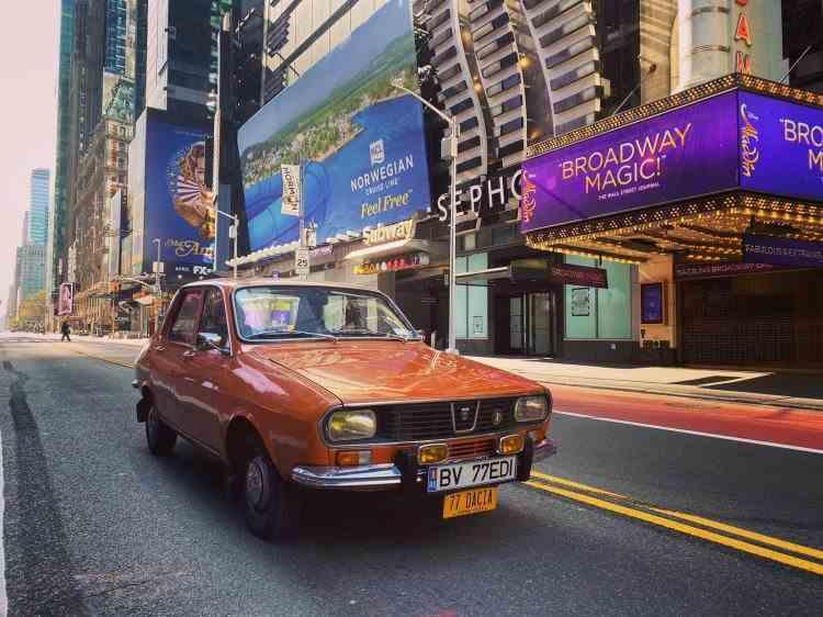 """New York: O Dacie 1300 în centrul """"oraşului care nu doarme niciodată"""""""