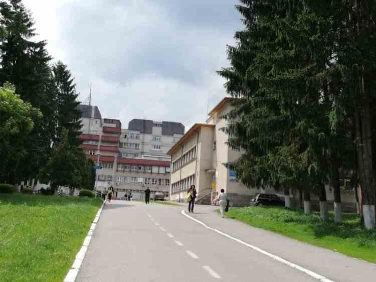 O femeie infectată cu COVID-19 s-a sinucis la Spitalul Municipal Câmpulung
