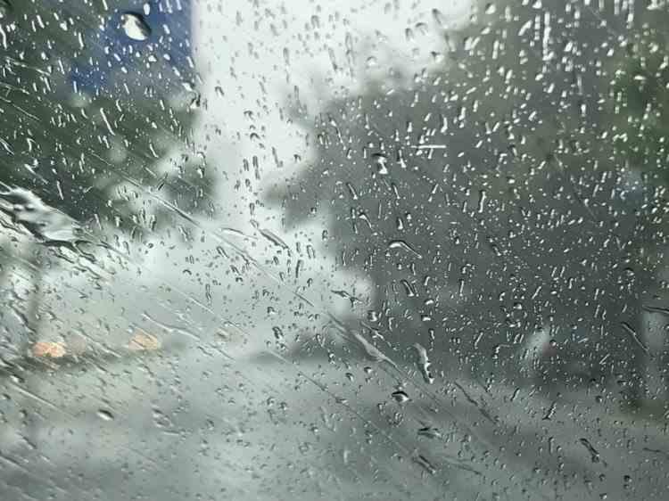 ANM: Cod portocaliu de ploi torenţiale, grindină şi descărcări electrice