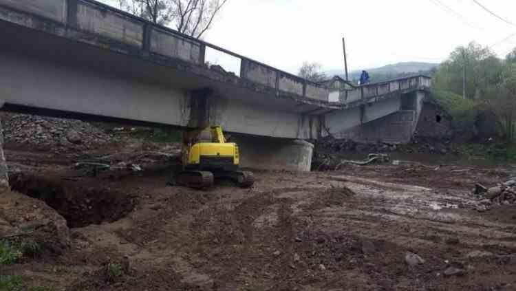 Un pod de pe un drum județean din Cluj s-a rupt din cauza traficului greu
