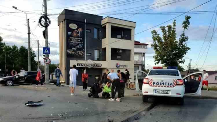 O polițistă din Galați a rămas fără permis în urma unui accident