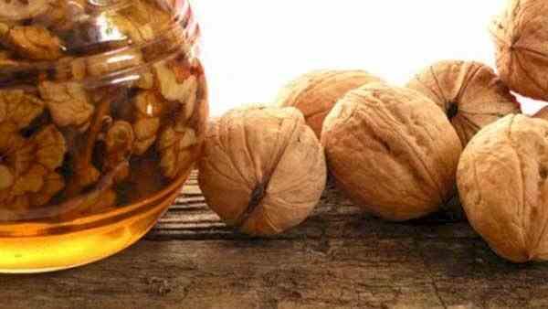 Nucă și miere – Remediu pentru stomac, inimă, sistem nervos
