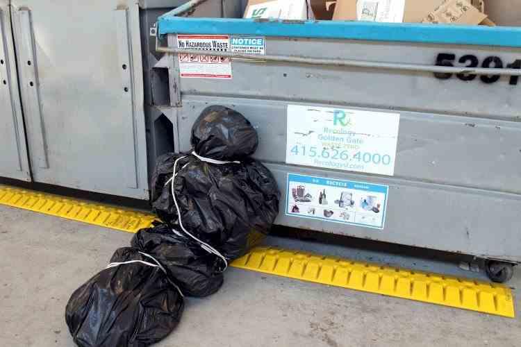 Român mort într-un accident de muncă în Italia, aruncat la groapa de gunoi de patroni.