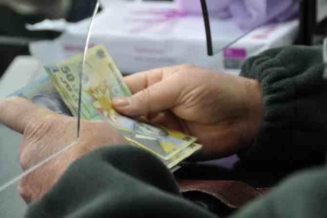 Mai puţini bani la fondurile de pensii private din cauza pandemiei de COVID-19