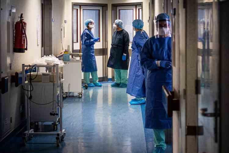 44.074 persoane din sistemul sanitar primesc stimulentul de risc aferent lunii aprilie
