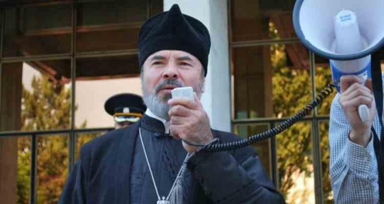 Un episcop promovează teoriile conspiraţoniste despre COVID-19 şi îndeamnă populaţia să nu accepte vaccinul