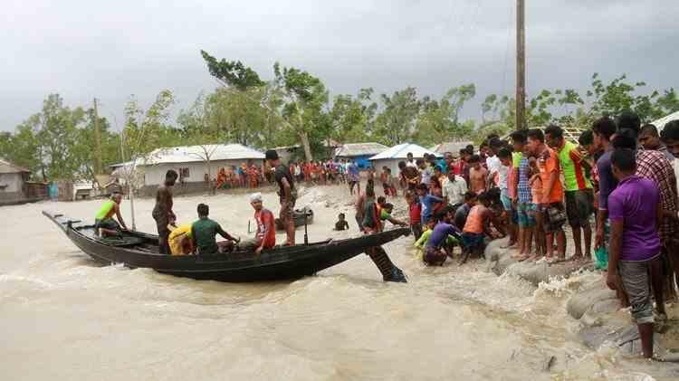 Cel mai puternic ciclon al secolului XXI a omorât în Asia cel puţin 84 de persoane