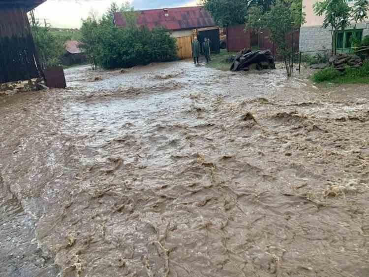 Cod roșu de inundații în Harghita și Maramureș
