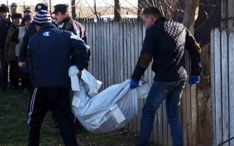 O tânără de 18 ani din Craiova a fost găsită spânzurată de către mama ei