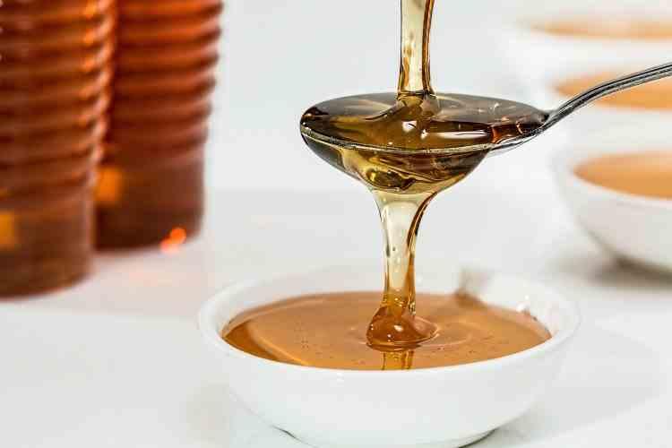 Amenzi uriașe pentru producătorii și comercianții mierii cu adaosuri de zahăr