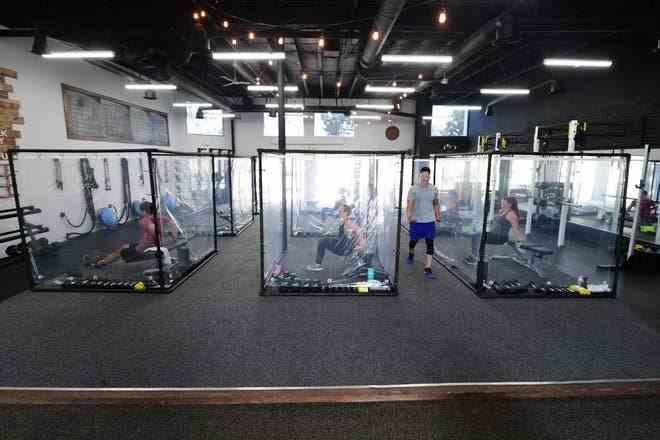 Metodă inedită găsită de o sală de fitness pentru menținerea distanțării sociale în timpul antrenamentelor