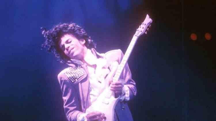 Blue Angel, faimoasa chitară ce i-a aparținut lui Prince, vândută pentru 500,000 de dolari
