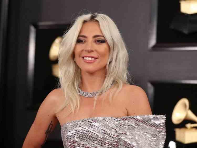 Lady Gaga i-a dăruit unei fane geaca pe care o purta