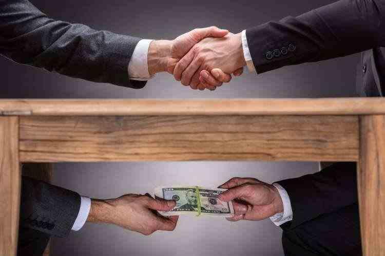 Fără pensii speciale pentru magistrații, militarii și funcționarii publici condamnați pentru fapte de corupție