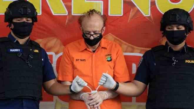 Francezul acuzat că a molestat sute de minore din Indonezia a fost găsit cu gâtul rupt în celulă