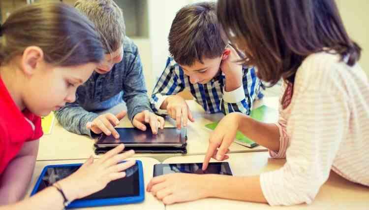 Ministrul Educației promite tablete tuturor copiilor săraci până la 10 septembrie