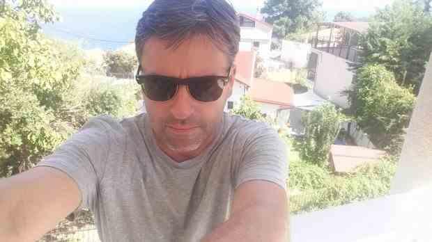 """Chirurgul Alin Gabriel Dragomir: """"Plecaţi cu măştile voastre de bufoni şi lăsaţi-ne să respirăm. Voi sunteţi viruşii"""""""