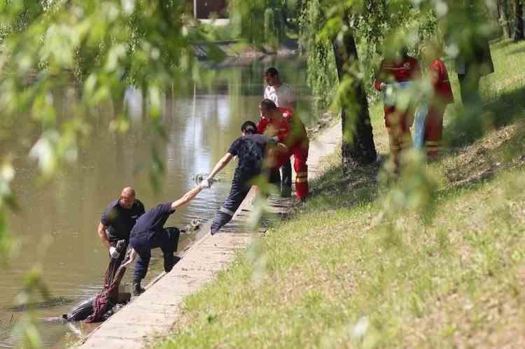 Cadavrul unui bărbat a fost descoperit pe râul Bega