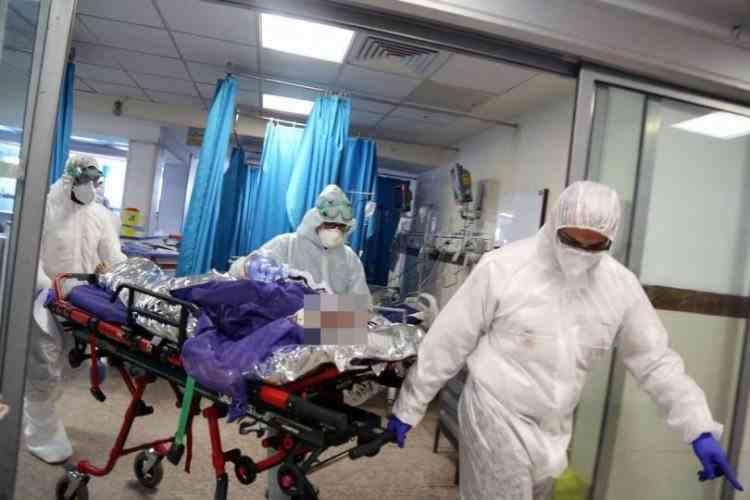 Canicula - Un coșmar în plus pentru medicii care luptă cu COVID-19 îmbrăcați în combinezoane