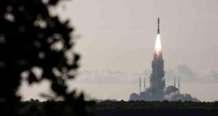 Racheta care transportă roverul Perseverance spre Marte are probleme tehnice