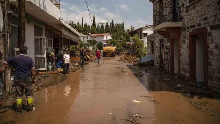 Cel puțin 7 morți și distrugeri materiale semnificative în urma inundațiilor de pe insula Evia din Grecia