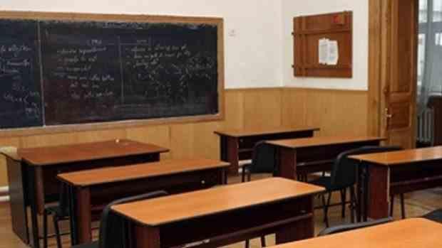 Consiliul Naţional al Elevilor: Măsurile privind începerea anului şcolar sunt complet incoerente