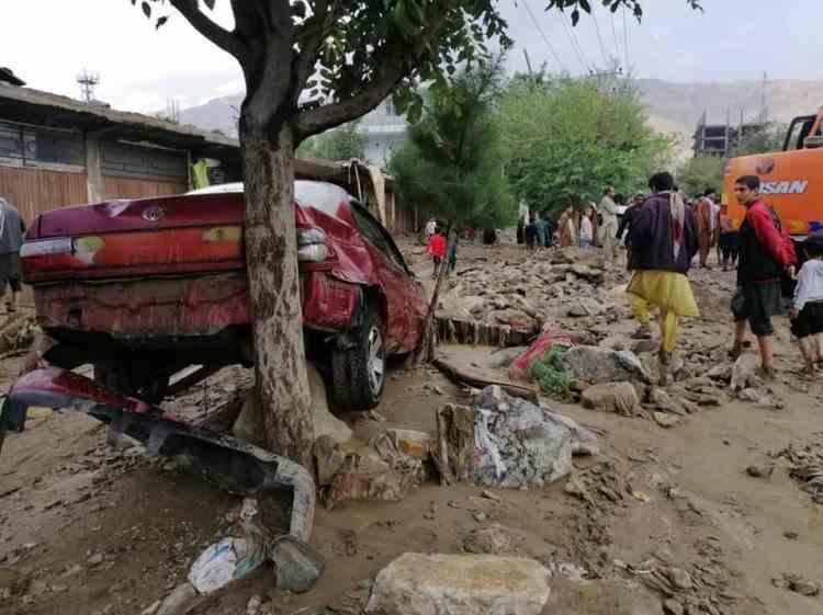 Peste 70 de morţi şi sute de case distruse în urma inundaţiilor din Afganistan